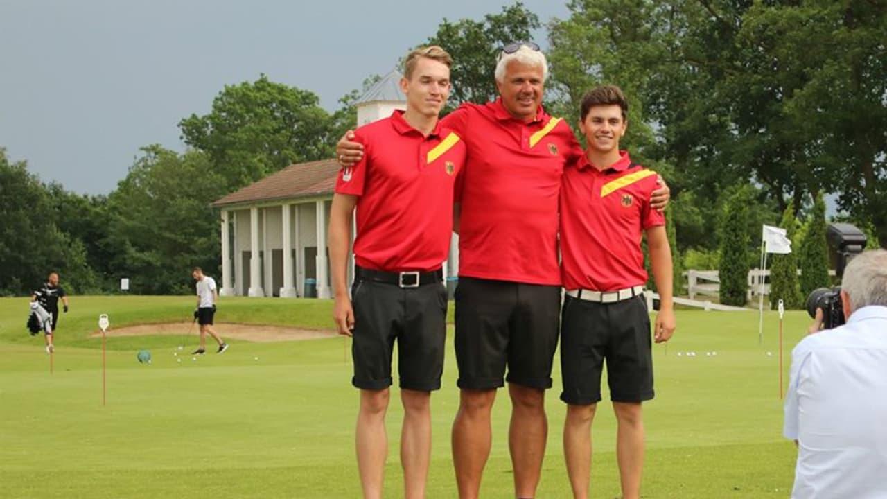 Bundestrainer Ulrich Eckhardt mit den beiden Lokalmatadoren Falko Hanisch (links) und Timo Vahlenkamp. (Foto: DGV/stebl)