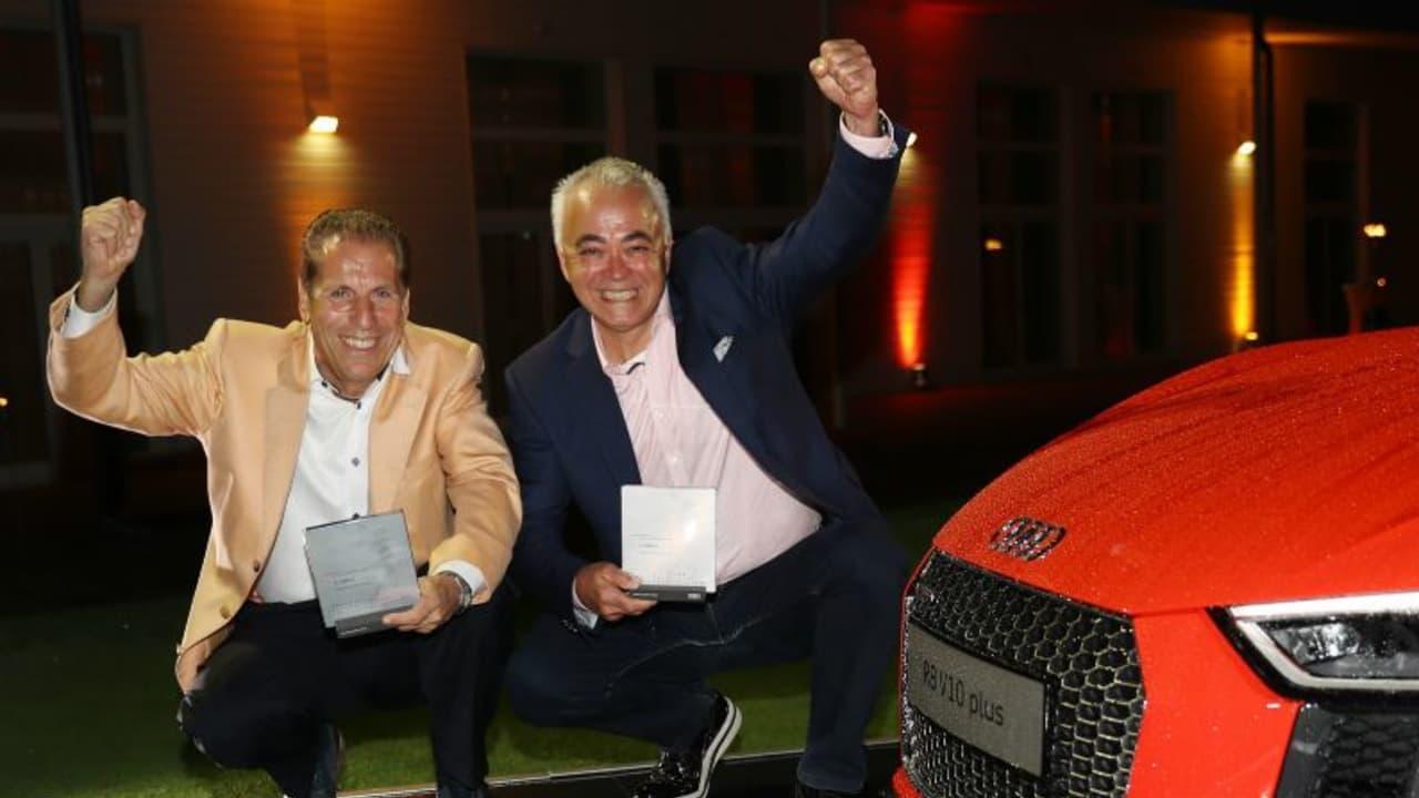 Peter Hünnighausen vom Golfclub Salzgitter und Ridvan Abay vom Golfclub Laineck-Bayreuth gewinnen das Finale 2 mit 47 Netto Punkten. (Foto: AUDI AG / Sammy Minkoff)