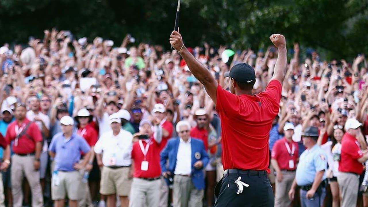 Tiger Woods bejubelt seinen 80. Sieg auf der PGA Tour mit Tausenden Fans. (Foto: Getty)