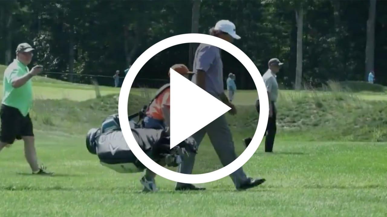 Golf Video Phil Mickelson mit jungem Fan als Caddie