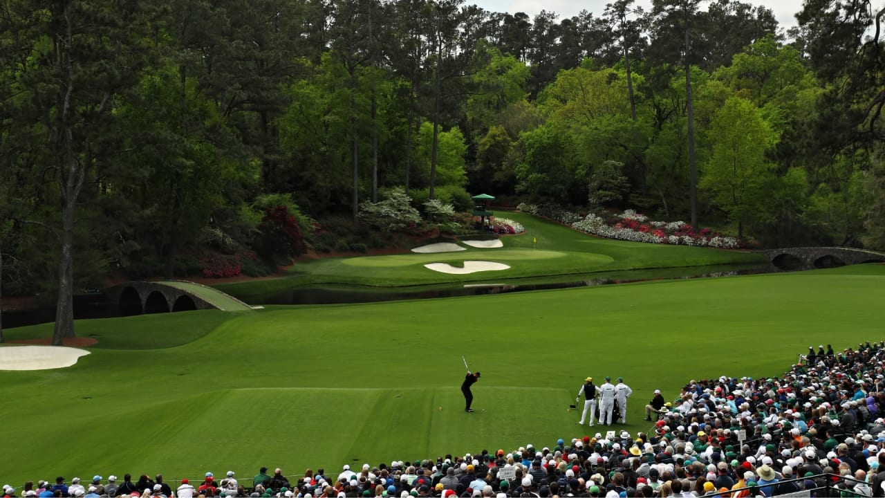 Tiger Woods am legendären 12. Loch des Augusta National Golf Clubs. (Foto: Getty)