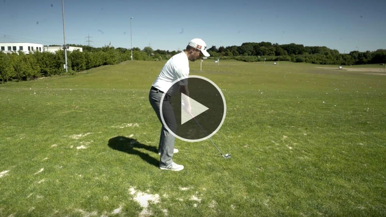 Fabian Bünker zeigt Ihnen, wie man einen Fade spielt. (Foto: YouTube/Golf Post)
