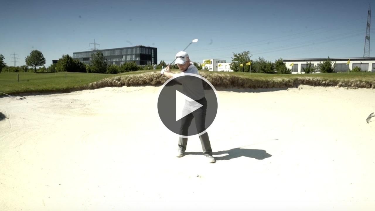 Golftraining mit Fabian Bünker. Heute: Der Schlag aus dem Fairwaybunker. (Foto: YouTube/Golf Post)