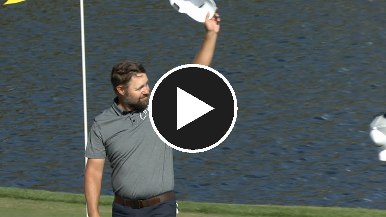 Ryan Moore jubelt über sein Ass auf Loch 17 bei der Players Championship der PGA Tour. (Foto: Twiiter.com/PGATour)