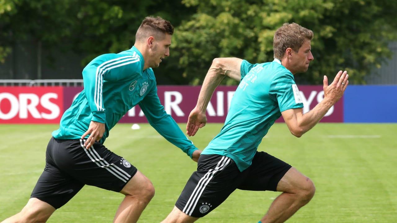 Thomas Müller und Niklas Süle vom FC Bayern München sind dicke Golf-Buddys. (Foto: Getty)