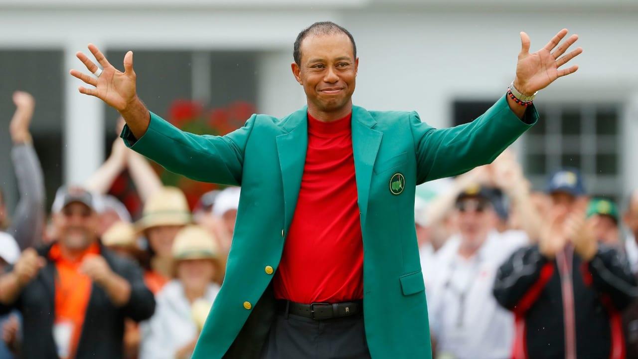 Tiger Woods feiert seinen Sieg (Foto: Getty)