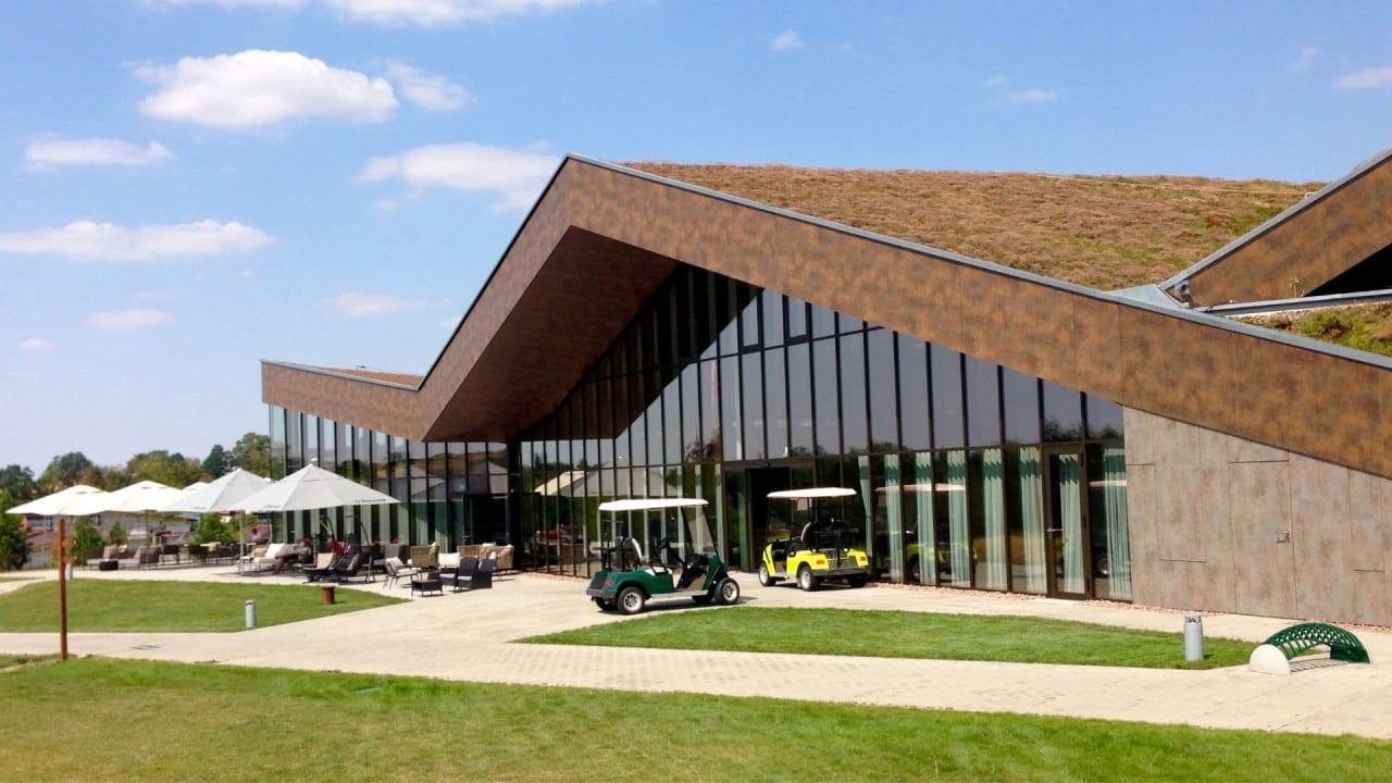 Das Clubhaus des Golfclubs Herzogswalde bei Dresden. (Foto: Michael F. Basche)