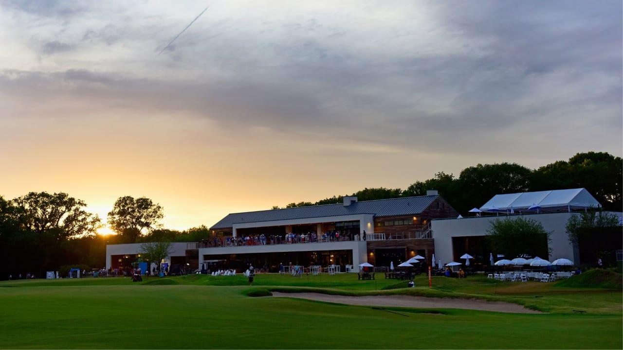 Die Spieler der PGA Tour kämpfen auf dem Trinity Forest Golf Club um die Platzierungen. (Foto: Getty)