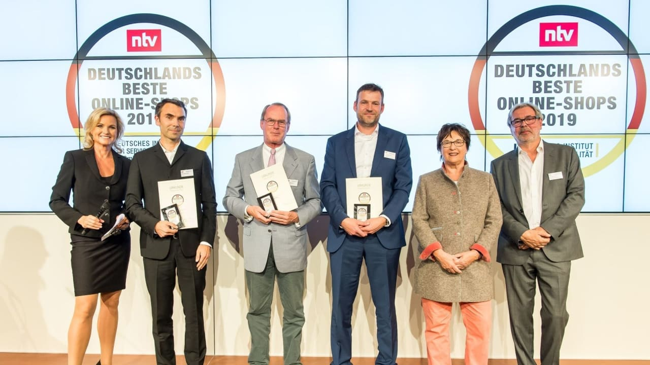 Henning Wollesen (3. v. r.) nahm stellvertretend für sein Team die Auszeichnung in Berlin entgegen. (Foto: Thomas Ecke/DISQ /n-tv)