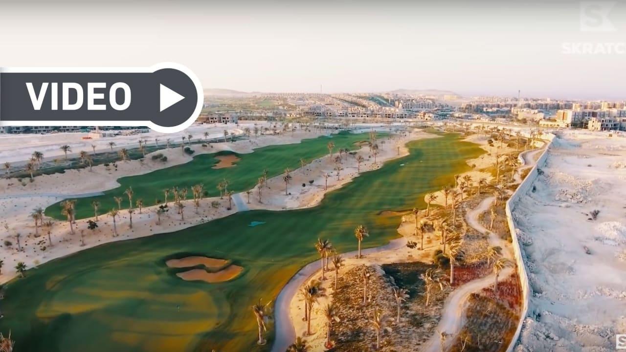 Erik Anders Lang besucht den neuesten Golfkurs Ägyptens. (Foto: Youtube/Skratch)