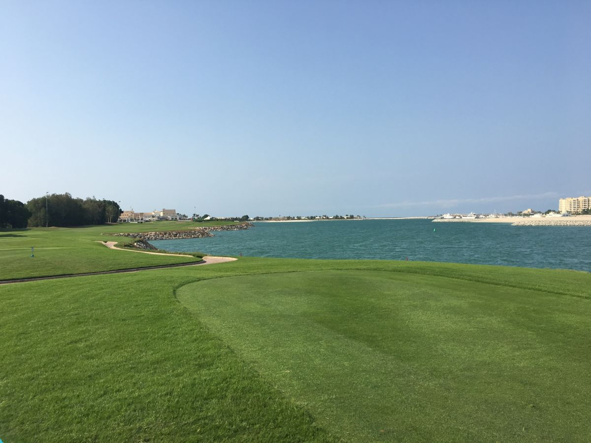 Die 18. Bahn des Al Hamra Golf Club - definitiv das
