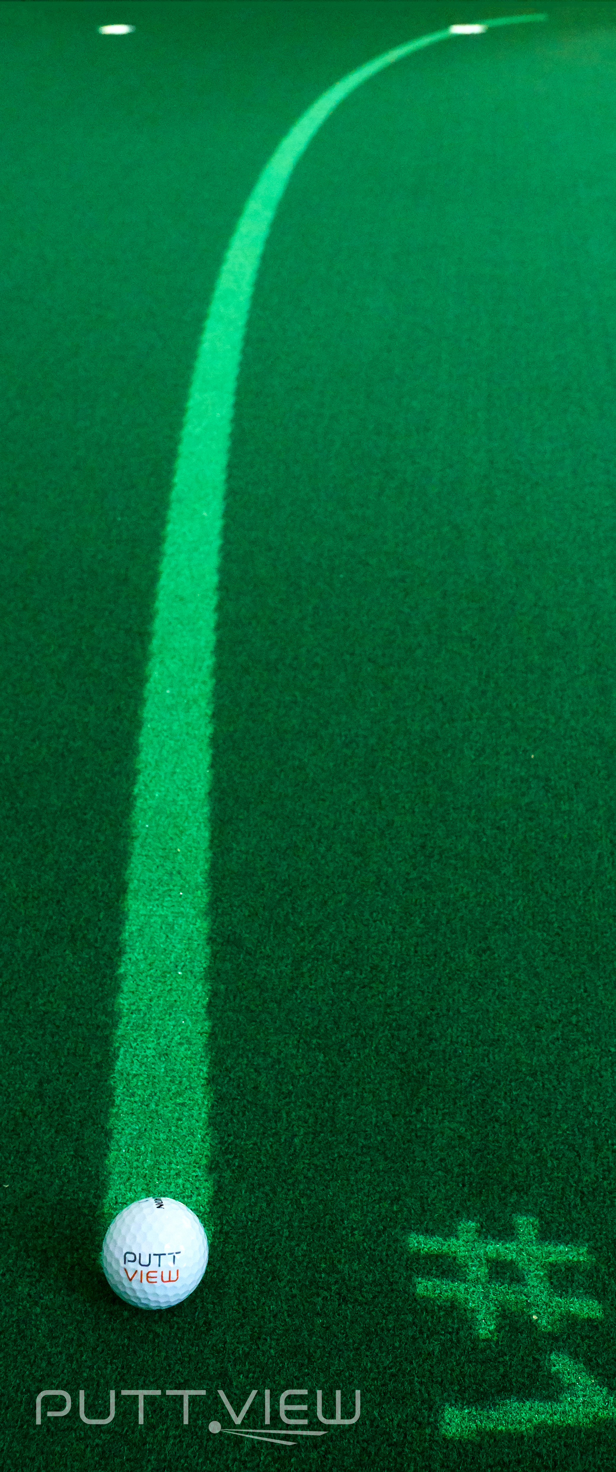 """Die """"Curved-Line"""" hilft dabei, die richtige Linie beim Putten zu finden. (Foto: PuttView)"""