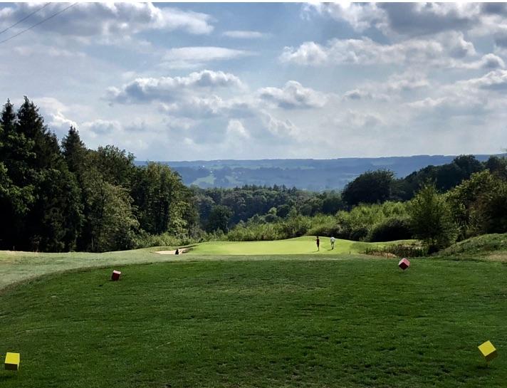 Ein Blick auf Loch 2 im Golf Du Harras. (Foto: Jürgen Linnenbürger)