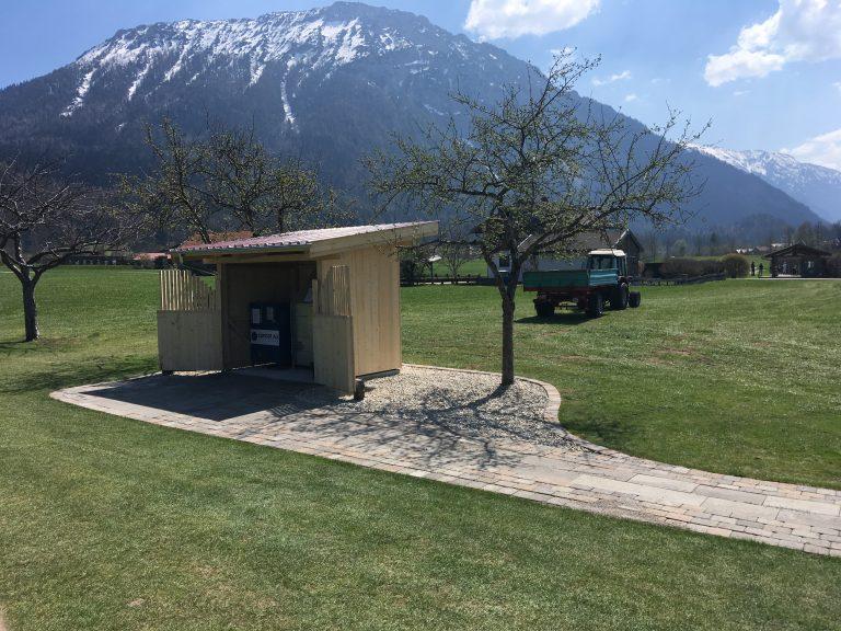 Die Ballautomaten befinden sich ab sofort an einem neuen Ort, direkt neben der Teeline und den Rasenabschlägen. Unser Greenkeeperteam hat hier wieder hervorragende Arbeit geleistet. (Bildquelle: GC Ruhpolding)