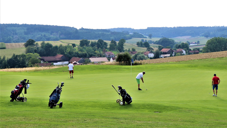 Am beliebtesten ist bei den Besuchern der Platz Brunnwies. Wohl auch wegen der Aussicht ins Rottal. (Foto: Golf Post)