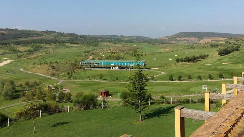 Blick vom Dach des Clubhauses auf die Range in Logroño. (Foto: GC Logroño)