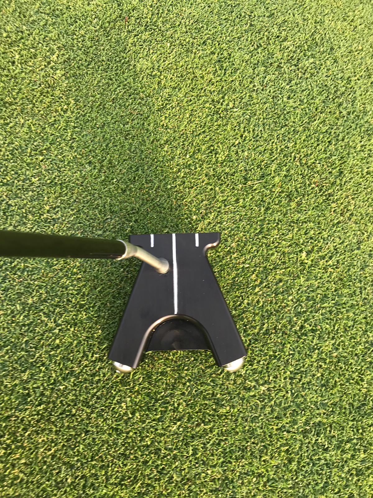 Der erste Einsatz auf dem Grün und der Putter macht einen genialen Eindruck. (Foto: Golf Post)