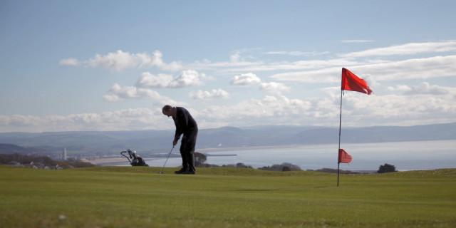 Golfers Back Playing
