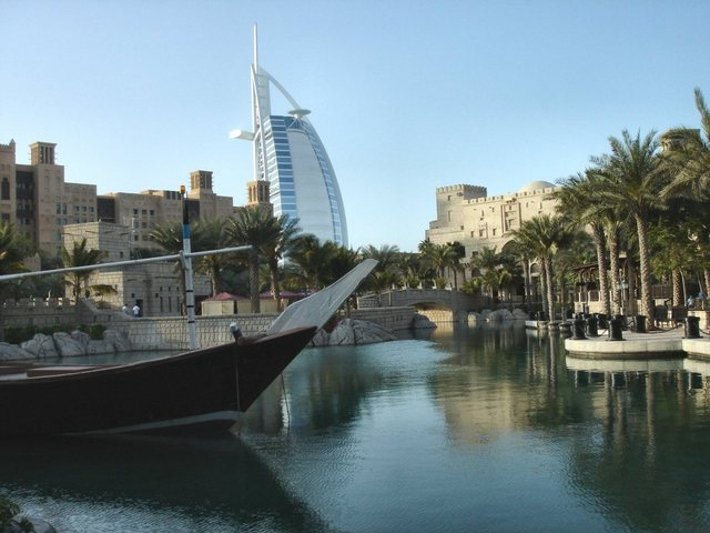 Expedia_Europe-&-International-Flight_Fly-to-Dubai-from-just-$1556-R/T