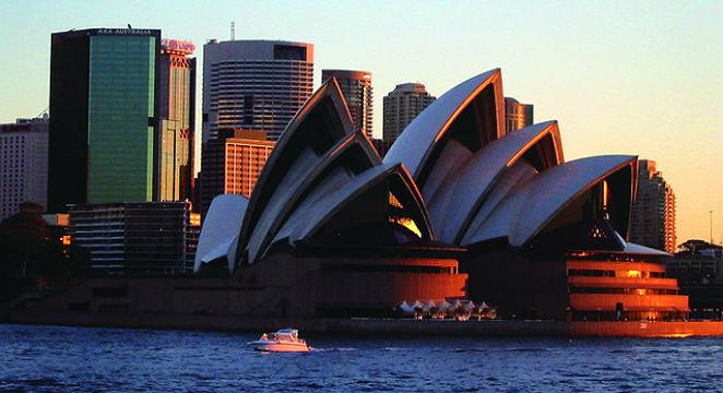 United-Airlines_Europe-&-International-Flight_Australia,-New-Zealand-&-Tahiti-in-One-Fare