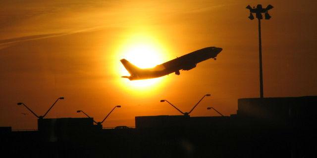 Expedia_North-America-Flight_Nationwide-Flight-Deals-Into-Spring-((R/T)