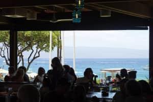ホエラーズビレッジの海側にあるレストラン『Monkeypod』 ここ確かコ...