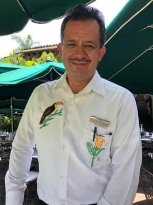 Las Mañanitasのランチ  お食事スペースは庭のテラス スタッフ...