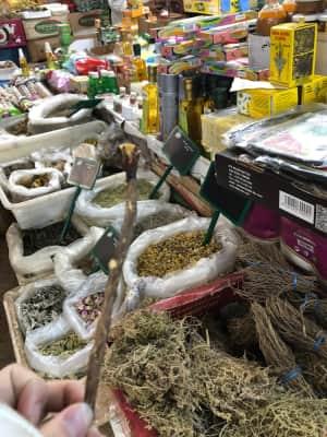観たことない食材がたくさん並んでいた。ウニが1つ30円で食べられた。住みた...