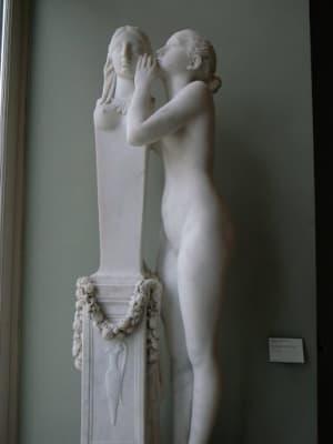 7日はルーブル美術館に行ったらしい。ゴテゴテの装飾がついた華美なものが山程...