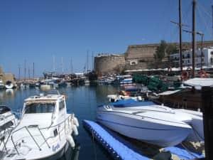 北キプロスのレフコーシャから乗合ミニバスに乗ってギルネ(キレニア)に行って...