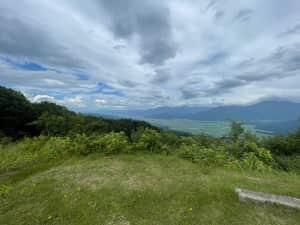 魚沼展望台  眺めが素晴らしく、朝方こちらで雲海撮影したいのだが 1人だと...