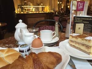 きっともう二度と来れない 「カフェ・ツェントラル」 朝食にケーキまでつけて堪能✨