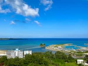 朝の方がより海がブルーで綺麗だった! 朝食は種類も多いし美味しいし大満足😋
