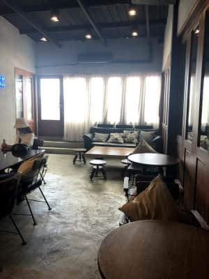 歩き疲れて休憩するカフェも探すもなかなか見つからずようやく見つけた  Wo...