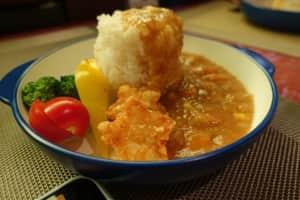 旧軽井沢にある「ピース軒」。無性にカレーが食べたくなった。スパイシーなカレ...