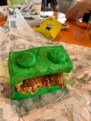 レゴランドリゾートに来たら是非とも食べて欲しい(?)レゴサンドイッチ!  ...