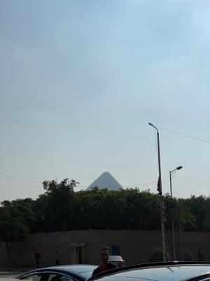 翌朝カイロに戻るため空港へ。カイロに昼前に到着した。今日は最終日で、ピラミ...