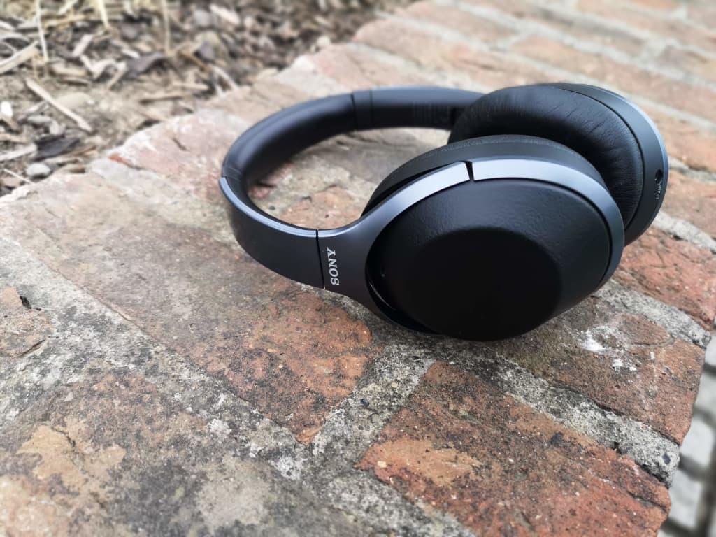Sony wireless headphones WH-1000XM2
