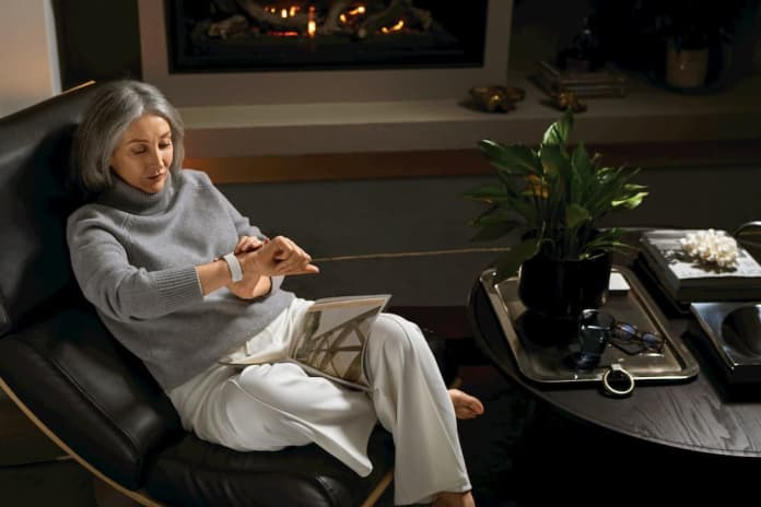 elderly lady using ECG fitness tracker