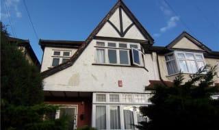 to rent in Benett Gardens, Norbury, SW16 4QE-View-1