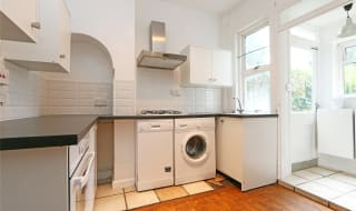 to rent in Tylecroft Road, Norbury, SW16 4BQ-View-1