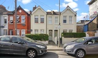 to rent in Vanderbilt Road, London, SW18 3BQ-View-1