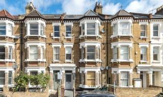 to rent in Warriner Gardens, London, SW11 4DU-View-1