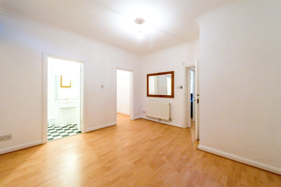 Flat for sale in Falcon Road, , SW11 2PG - view - 5