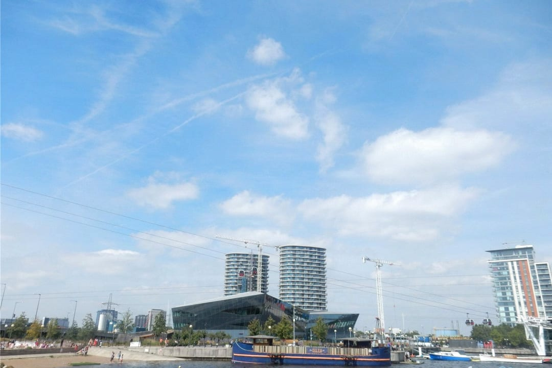 Flat for sale in Hoola, Royal Victoria Docks, E16 1AD - view - 4