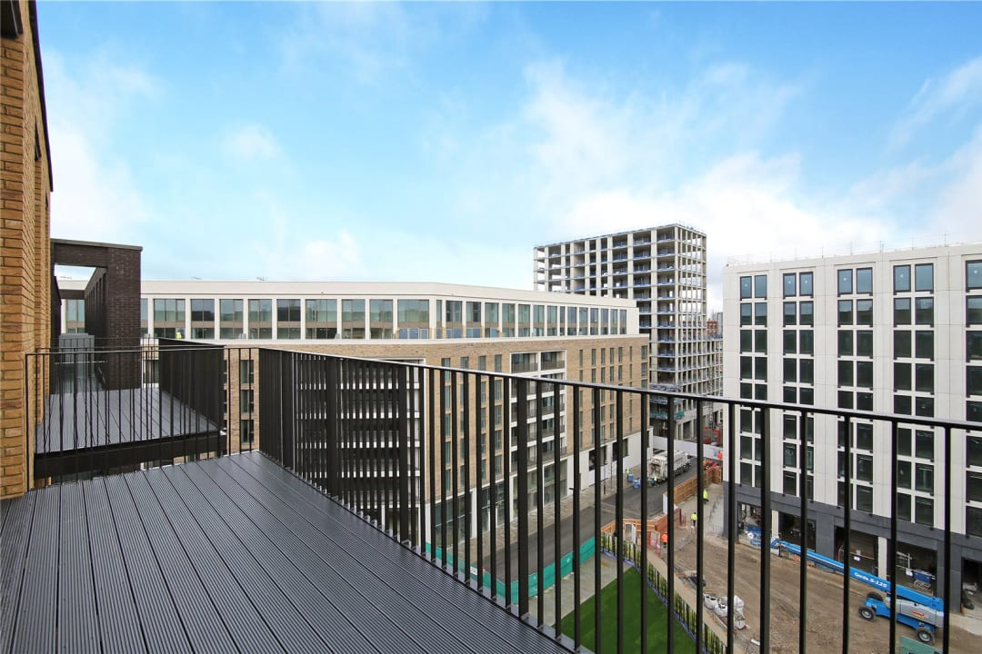 Flat for sale in Rope Terrace, Royal Wharf, E16 2PH - view - 5