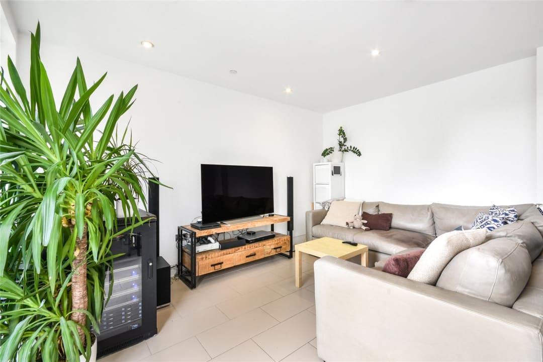 Flat for sale in Steedman Street, London, SE17 3AF - view - 4