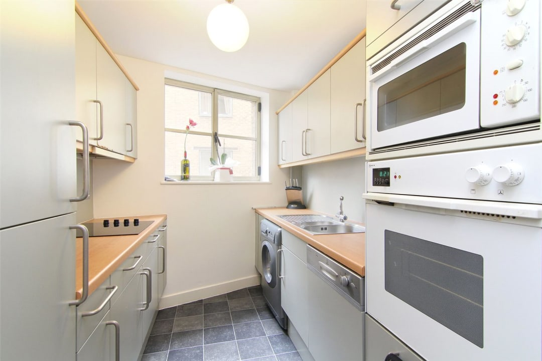 Flat for sale in The Circle, Queen Elizabeth Street, SE1 2JJ - view - 3