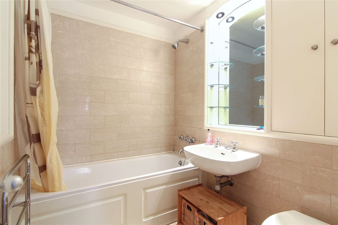 Flat for sale in The Circle, Queen Elizabeth Street, SE1 2JJ - view - 5