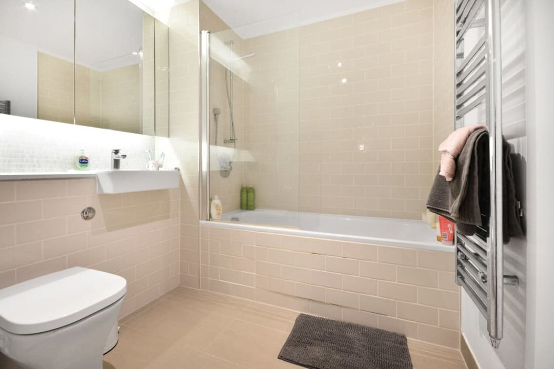Flat for sale in Victory Place, Elephant and Castle, SE17 1PG - view - 5